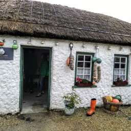 10 sierpnia, droga do Glencolmcille i Glencolmcille Folk Village
